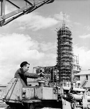 Construction work on Kent Refinery 1952