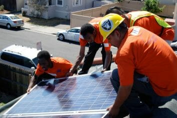 Green-Jobs-Roof-Installation_Oakland
